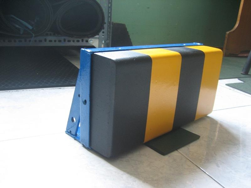 đệm chống va loại ráp trên sàn